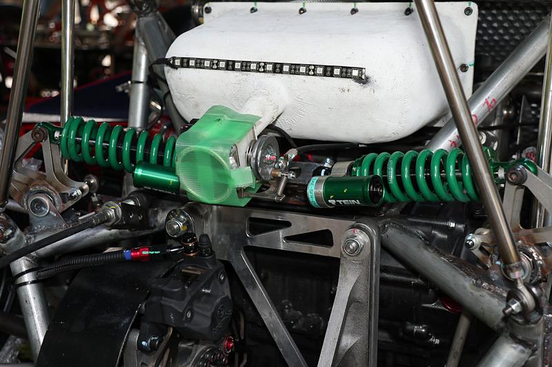 4輪にテインとSHIBA-4で共同開発したショックアブソーバーを装着