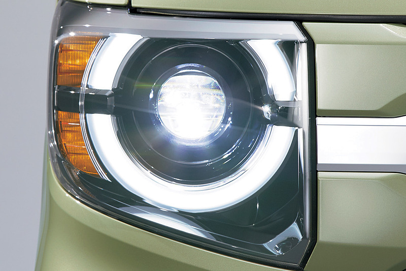 +STYLE FUNに設定されるフルLEDヘッドライト(プロジェクタータイプ<オートレベリング/オートライトコントロール機構付>)
