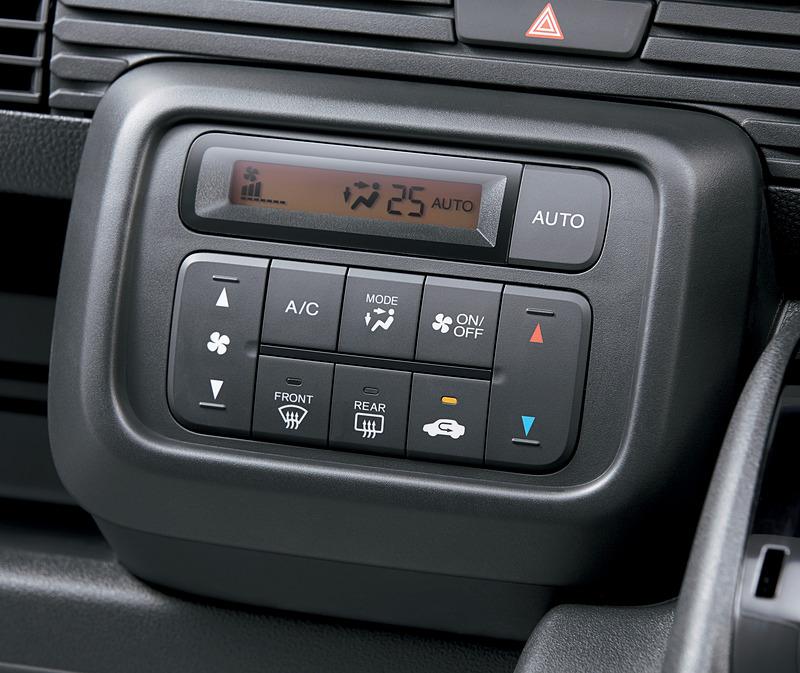 全車でフルオートエアコンを装備