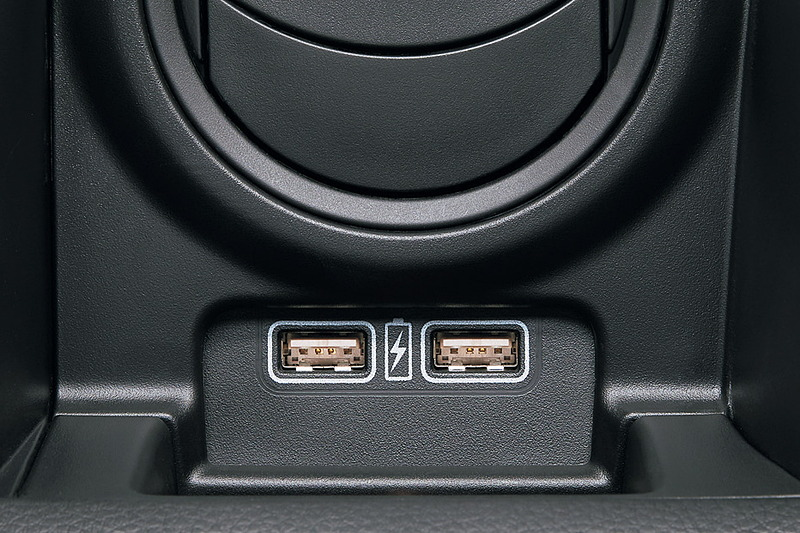 急速充電対応タイプの充電用USBジャックはL、+STYLE FUN、+STYLE COOLに設定