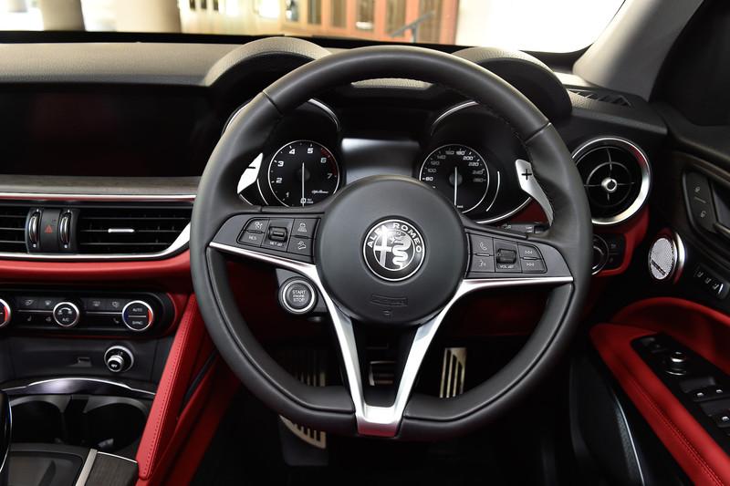 ファースト・エディションのインテリアではレザーシートをはじめ、8ウェイパワーシート(前席、運転席メモリー付)、レザーステアリング、ヒーテッドステアリングなどを装備。車載インフォテインメントシステム「Connectシステム」(8.8インチディスプレイ、音声認識機能付)も標準装備となる