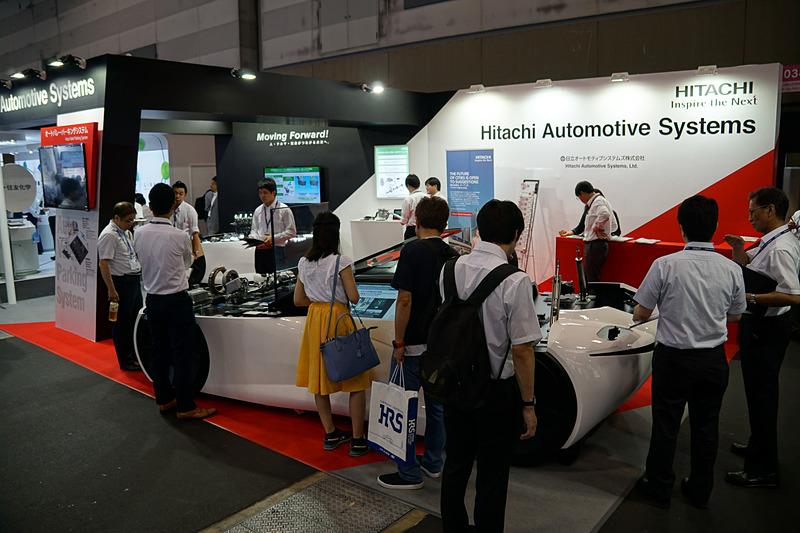 これまで油圧を使用してきた部品を電動化した電動ブレーキキャリパーなども展示する日立オートモティブシステムズのブース