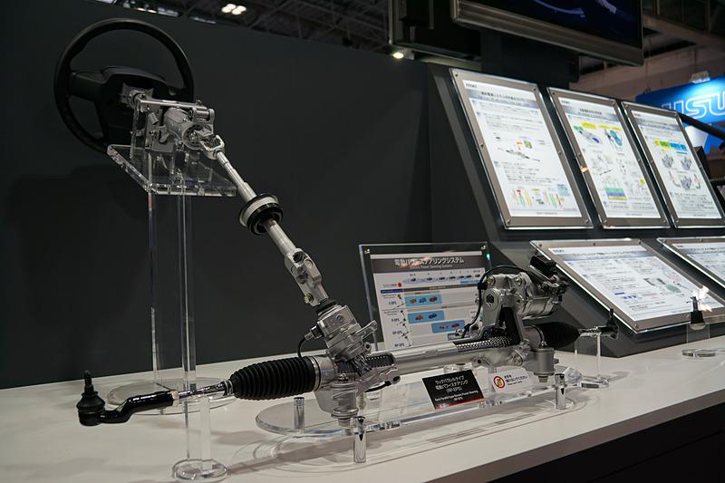 ジェイテクトブースではこのほかにも、電動パワーステアリングなどの技術を紹介
