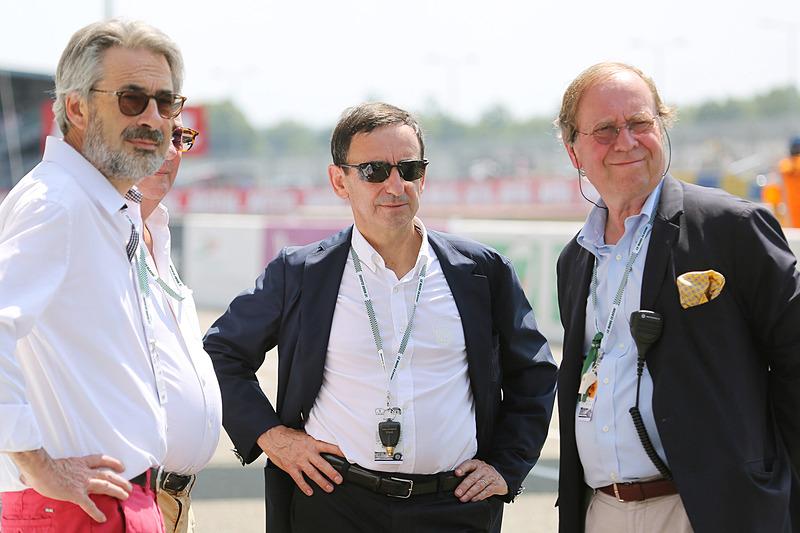 ピエール・フィロン ACO会長(中央)とピーターオートのパトリック・ピーター社長(右)