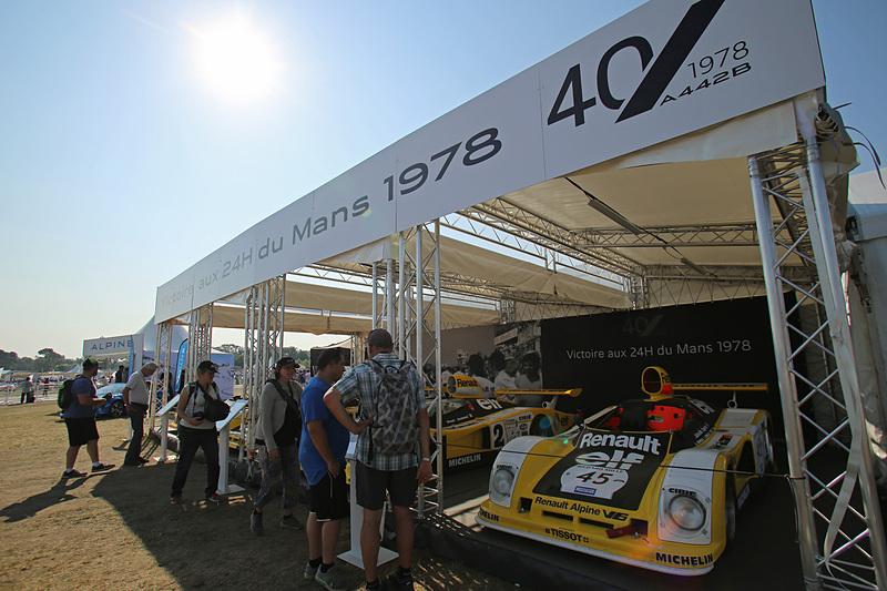 ル・マンでアルピーヌ優勝40周年の展示車