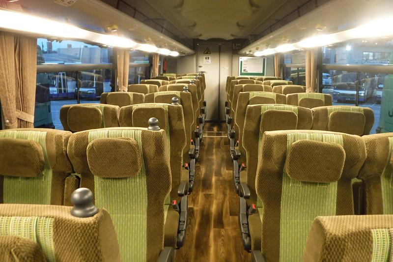 シャトルバスには大型観光バスを利用