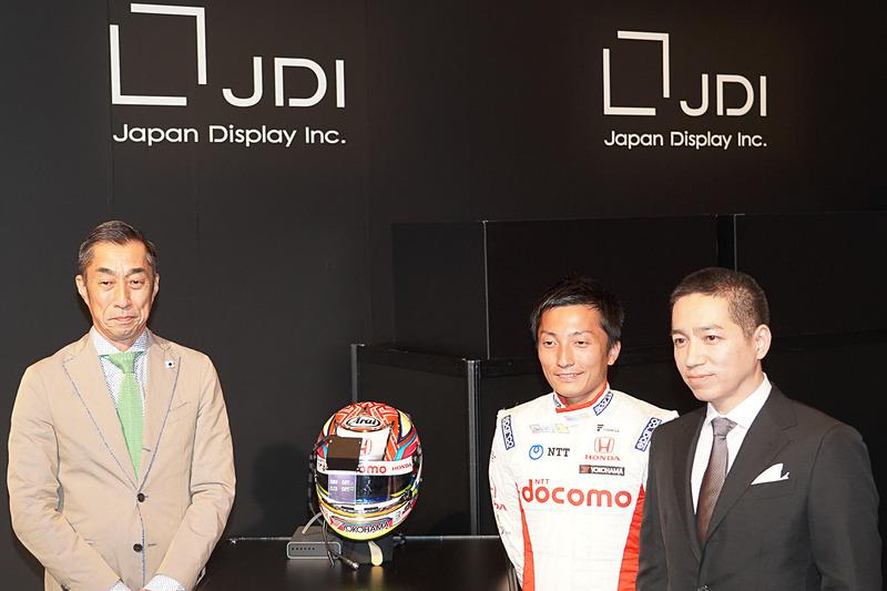 左から村岡潔監督、野尻智紀選手、JDIの伊藤嘉明氏