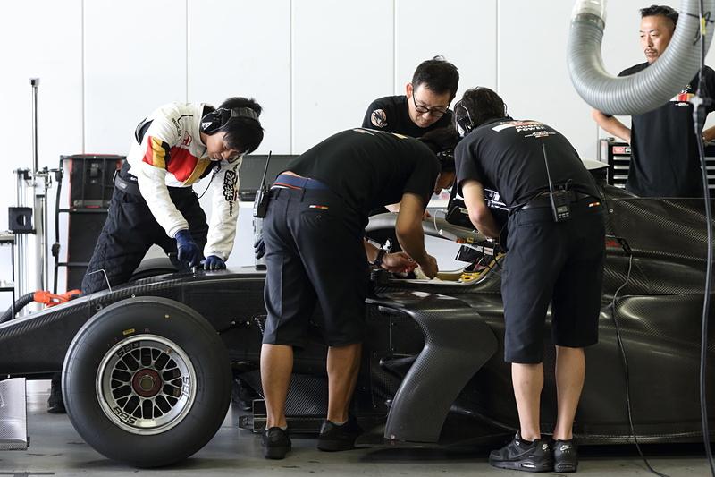 「SF19(ホンダエンジン搭載車)」のテスト風景。TEAM MUGENが担当し、山本尚貴選手がステアリングを握った
