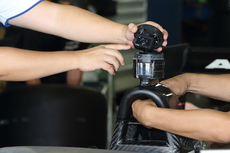 車載カメラのテストも行なっていた。ホンダエンジン搭載車が従来より使っているソニーのアクションカム、トヨタエンジン搭載車が同じくソニーのサイバーショット「DSC-RX0」を装着していた
