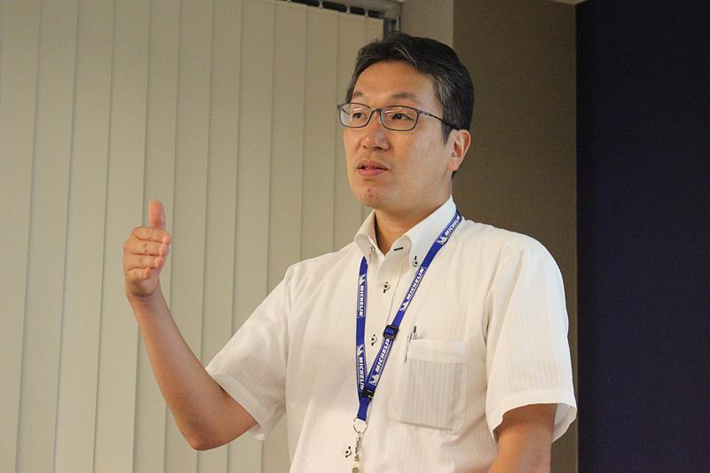 日本ミシュランタイヤ株式会社 製品開発本部 PC/LTタイヤ新製品開発部 シニアエンジニア 工藤健一氏は新製品の開発プロセスなどについて解説