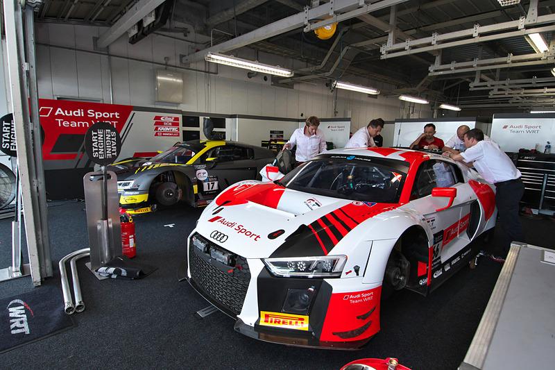 AUDI SPORT TEAM WRTの2台。手前の66号車は、7月のスパ24時間レースでポールポジションを獲得したクリストファー・ミースら欧州勢3人組。予選の速さに注目したい