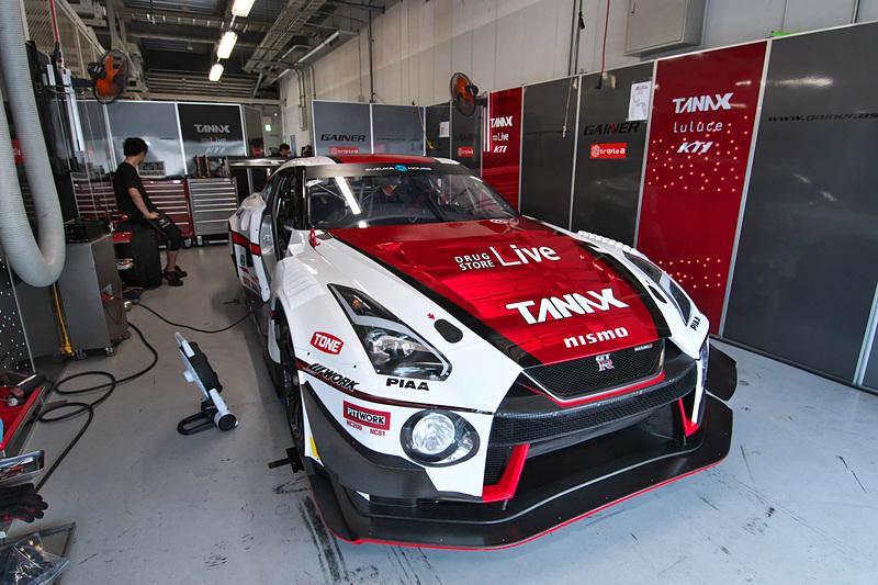 平中克幸/星野一樹/安田裕信の3選手がドライブするGAINERのNISSAN GT-R NISMO GT3(11号車)