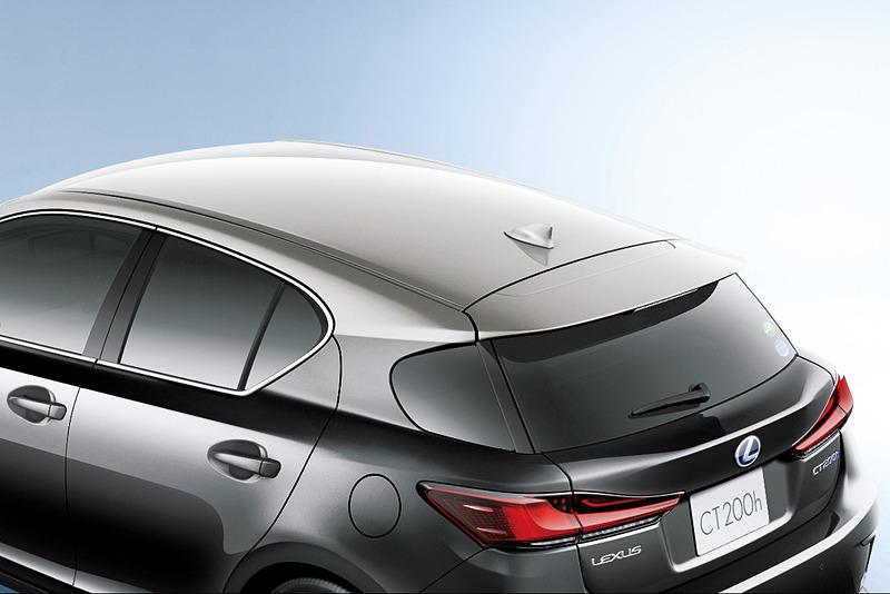 メーカーオプションの「ソニックチタニウムルーフ&グラファイトブラックガラスフレーク」(特別仕様車専用)