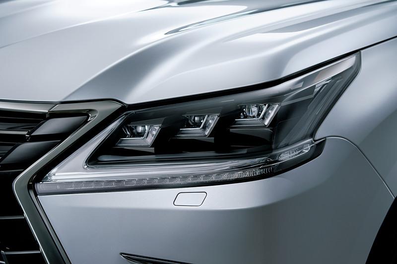 3眼フルLEDヘッドライト(特別仕様車専用クリアブラック)