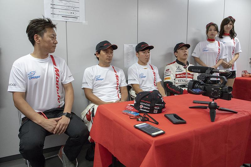 34号車 Modulo Drago CORSEのチームホスピタリティで行なわれた記者会見