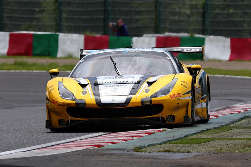28号車 HubAuto Corsa(Ferrari 488 GT3、ニック・フォスター/デイビッド・ペレル/吉田広樹組)