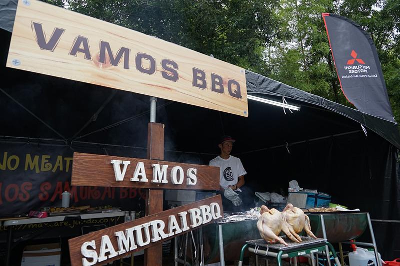 ランチにはバーベキューがふるまわれた。ケータリングサービスは浅草にある肉が堪能できるカフェ「VAMOS 29 cafe」の「VAMOS BBQ」が担当