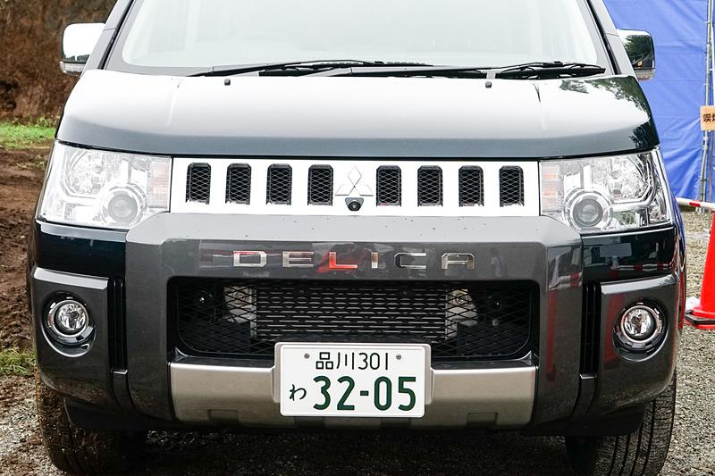 特別仕様車「JASPER」のフロントバンパープロテクターには「DELICA」文字のデカール