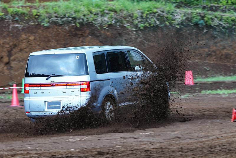 増岡浩選手のドライビングによる同乗体験