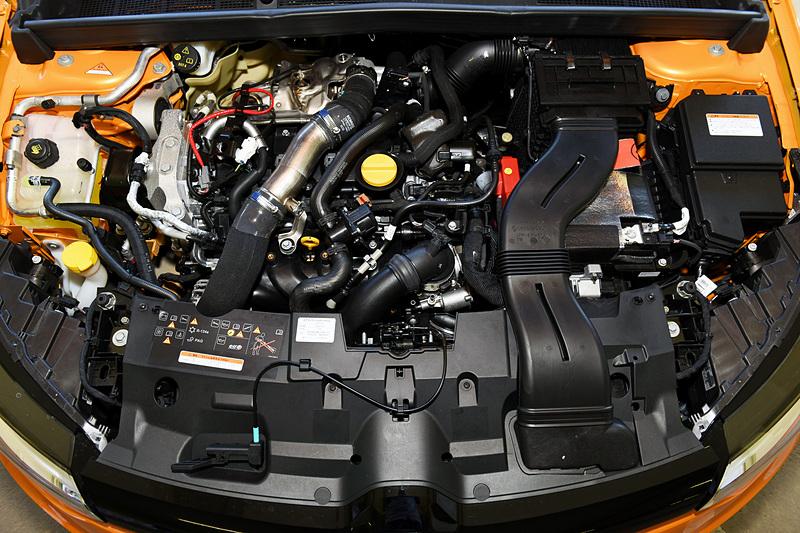 新開発の直列4気筒DOHC 1.8リッター直噴ターボ「M5P」型エンジンは最高出力205kW(279PS)/6000rpm、最大トルク390Nm(39.8kgfm)/2400rpmを発生。JC08モード燃費(参考値)は13.3km/Lとしている