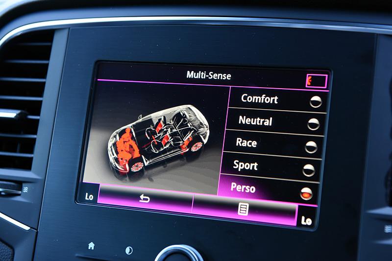 「ルノー マルチセンス」では「コンフォート」「ニュートラル」「スポーツ」「レース」「パーソナル」という5つの走行モードを用意