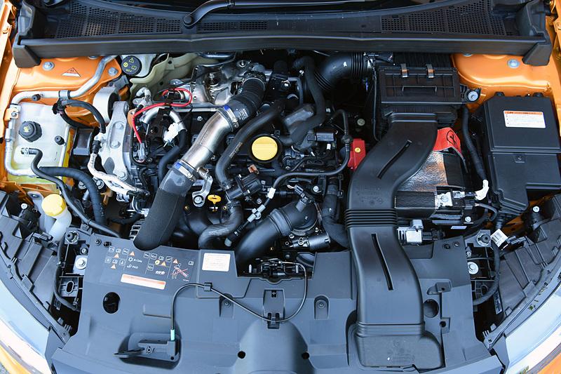 直列4気筒DOHC 1.8リッター直噴ターボ「M5P」型エンジンは最高出力205kW(279PS)/6000rpm、最大トルク390Nm(39.8kgfm)/2400rpmを発生。JC08モード燃費(参考値)は13.3km/L