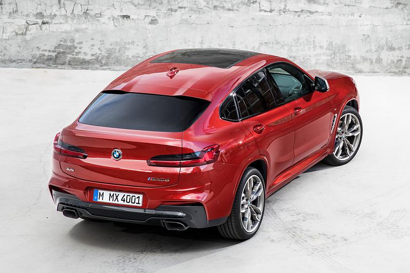 X4のボディサイズは4760×1920×1620mm(全長×全幅×全高。「M40i」の全幅は1940mm)で、ホイールベースは先代モデルから55mm延長となる2865mm。「xDrive30i」「xDrive30 M Sport」には最高出力185kW(252PS)/5200rpm、最大トルク350Nm/1450-4800rpmを発生する直列4気筒 2.0リッターガソリンターボエンジンを搭載し、M40iには最高出力265kW(360PS)/5500rpm、最大トルク500Nm/1520-4800rpmを発生する直列6気筒 3.0リッターガソリンターボエンジンを搭載。トランスミッションは全車8速AT