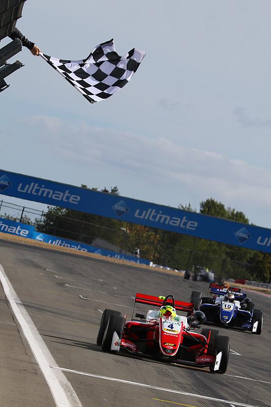 セカンドグリッドからスタートでトップを獲り、優勝したミック・シューマッハ