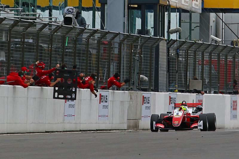 レース1に続き2優勝のミック・シューマッハ