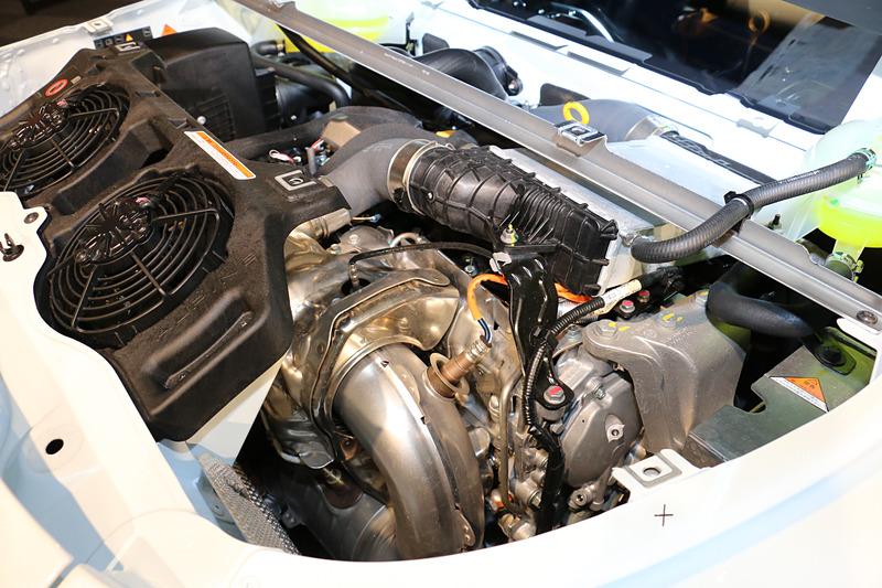 キャビン後方に搭載される「M5P」型の直列4気筒DOHC 1.8リッター直噴ターボエンジン。最高出力185kW(252PS)/6000rpm、320Nm(32.6kgfm)/2000rpmを発生する
