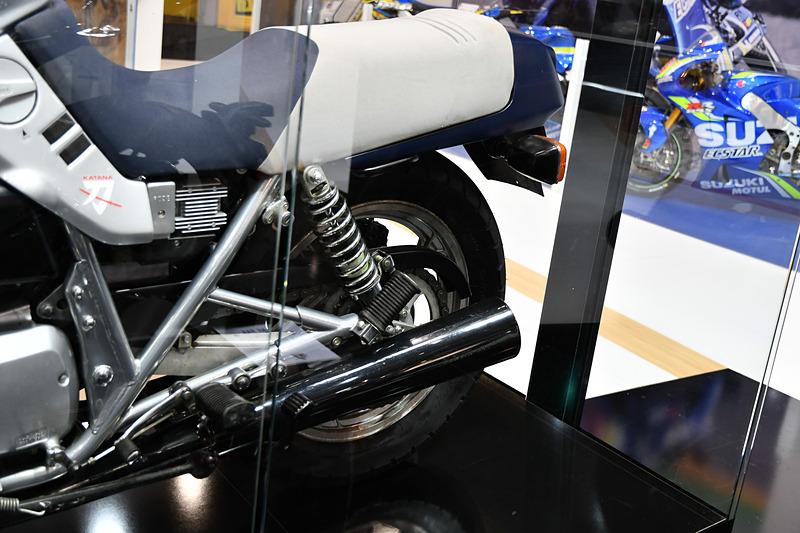 リアスイングアームは2本サス。モノサス革命が来る以前のバイク