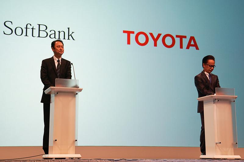 インターネット中継も行なわれた記者発表会では、ソフトバンクの宮川潤一副社長兼 CTO、トヨタの友山茂樹副社長も登壇して解説を実施