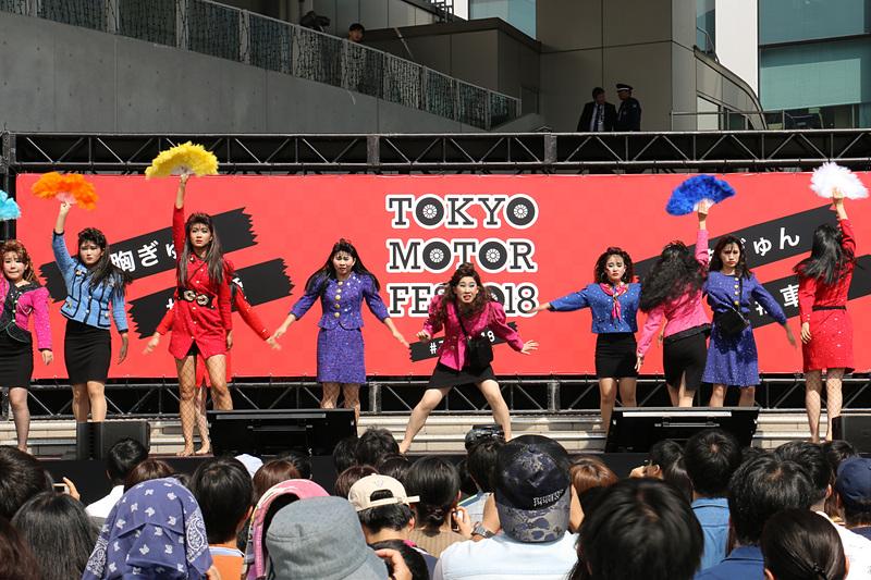 大阪府登美丘高等学校 ダンス部OGによる「バブリーダンス」