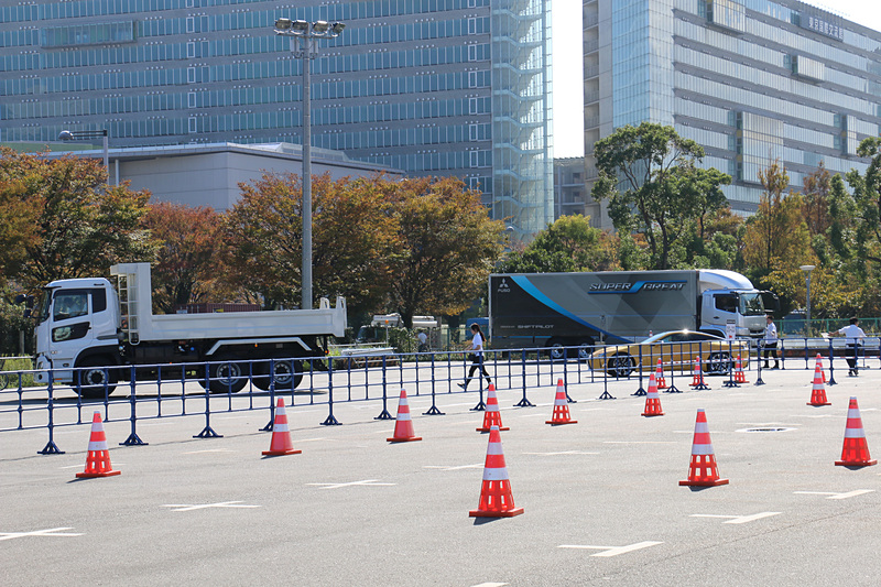 「最新乗用車・商用車 公道試乗体験」は、会場を後にして一般道で最新モデルを運転できる