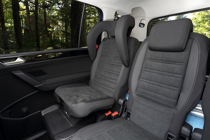 撮影車は後席一体型のチャイルドシート(オプション)を装着。後付け感のないすっきりしたデザインを好まれる人にオススメの装備。適応体重は15~36kg