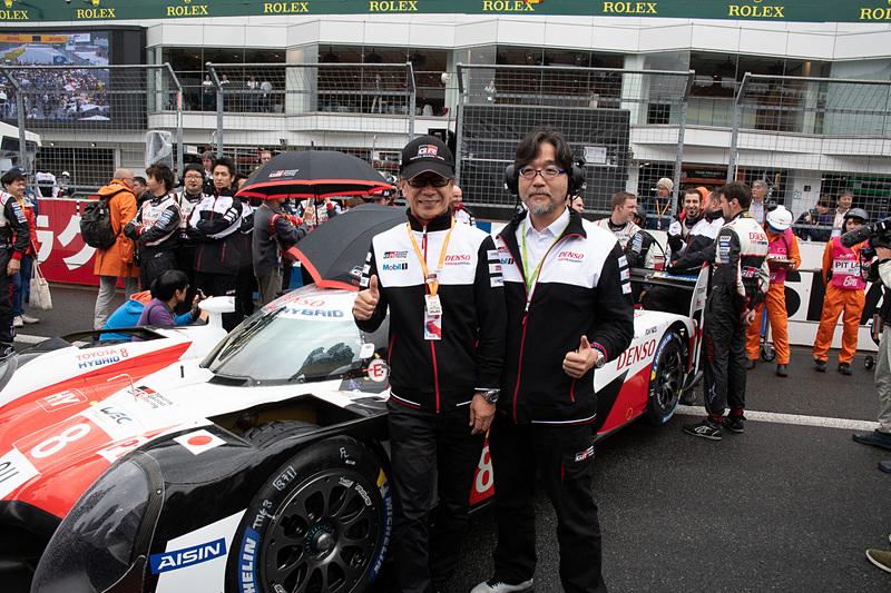トヨタ自動車株式会社 副社長 兼 GAZOO Racing Company プレジデント 友山茂樹氏(左)とTMG 社長 村田久武氏(右)