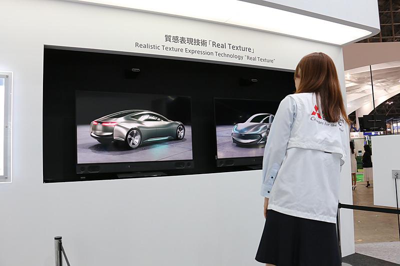 4Kディスプレイの高解像度だけでなく、画面上のカメラで見ている人の位置を測定。体を右に左に動かすと、光の当たり方による変化を再現して、まるで本物の立体物を眺めているように物体の質感が表現される