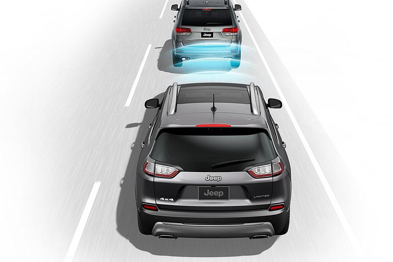 自動ブレーキ付の前面衝突警報に新たに歩行者検知機能を付加