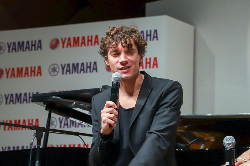 「感動は、音楽家とオーディエンスとのコミュニケーション、音楽家と楽器とのコミュニケーションが生み出すと思う」と話したトリスターノ氏。チェコで開催されたMotoGPを観戦して、多くの刺激を受けたと語った