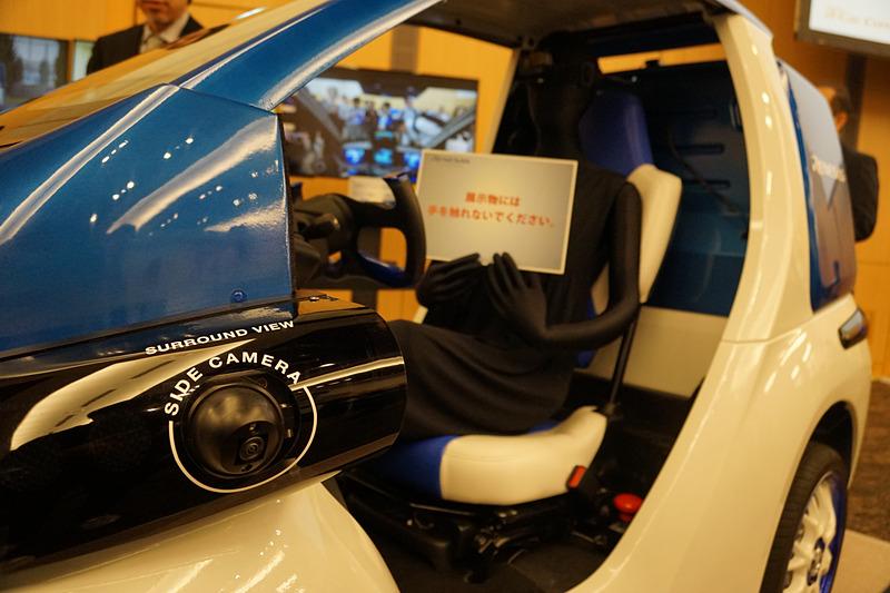 センシングソリューションの統合デモカーとルネサス エレクトロニクス オートモーティブソリューション事業本部 テクニカルカスタマーエンゲージメント統括部シニアディレクター 吉田正康氏