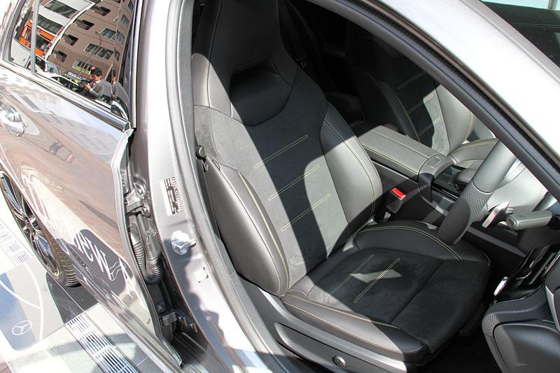 インテリアではイエローグリーンステッチ入りのスポーツシートやドアパネル、センターアームレストとともに、グリーンアクセント入り専用ダッシュボードを採用。なお、ラゲッジルームは先代から29L増の370Lに拡大され利便性を高めている