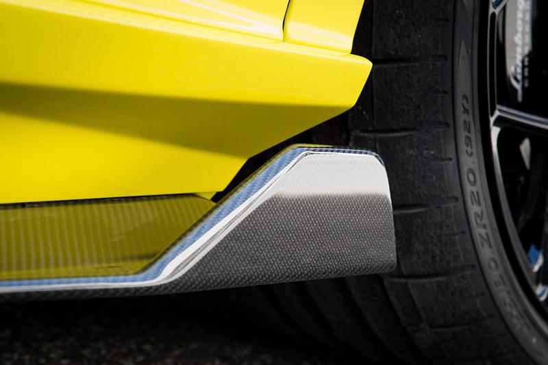 最適化されたランボルギーニ独自のアクティブ・エアロダイナミクス・システム「ALA(アエロダイナミカ・ランボルギーニ・アッティーヴァ)2.0」をフロントディフューザーとリアスポイラーに搭載するとともに、すべての車載電子システムをリアルタイムに制御する「LDVA(ランボルギーニ・ダイナミカ・ヴィーコロ・アッティーバ)2.0」を活用して、どのような状況でも最良の空力設定を可能とした