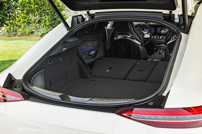直列6気筒3.0リッターターボエンジンに電動スーパーチャージャー、最高出力16kW&最大トルク250Nmの電気モーター、48V電気システムなどを採用する「メルセデス AMG GT 53 4MATIC+」