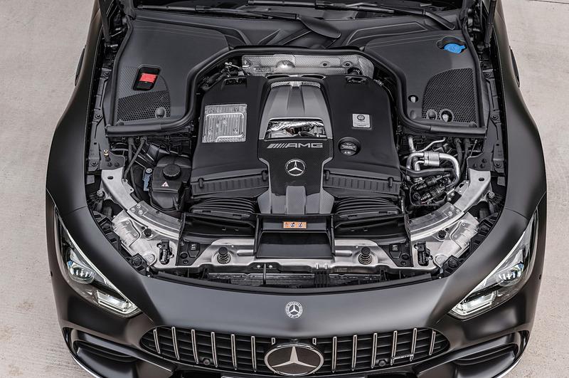 GT 63 Sが搭載するV型8気筒4.0リッターツインターボエンジンは最高出力470kW(639PS)/5500-6500rpm、最大トルク900Nm/2500-4500rpmを発生。トランスミッションは9速AT「AMG スピードシフト MCT 9G」
