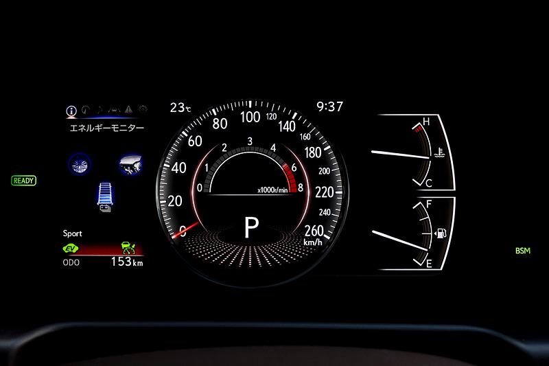 メーターは7インチのTFT液晶タイプ。選択したドライブモードにより表示が異なる