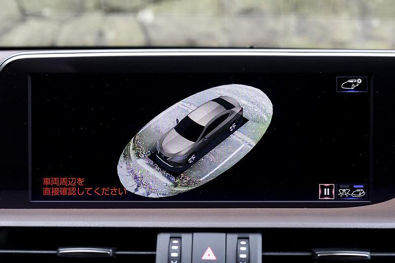 version Lには車両周囲を確認できるパノラミックビューモニターも搭載