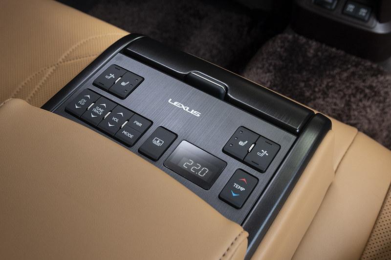 エアコンや電動シートなどのスイッチが付く