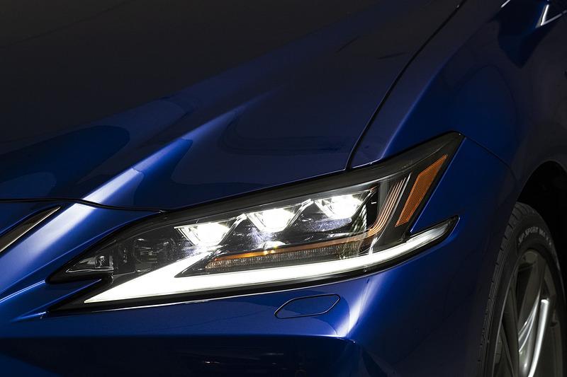 3眼フルLEDヘッドライトの点灯パターン