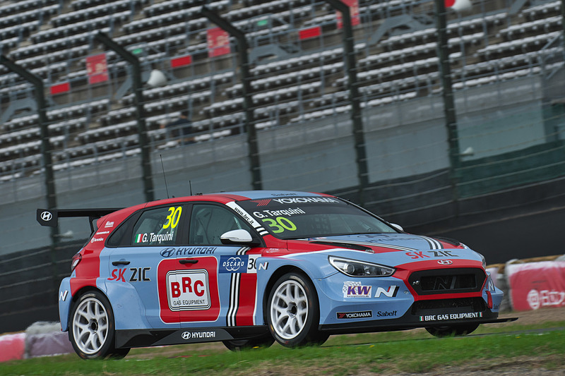 予選2-Q3の2位 30号車 Hyundai i30 N TCR