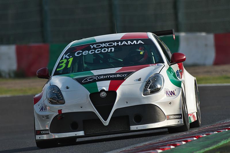 予選2-Q3でトップの31号車 Alfa Romeo Giulietta TCR